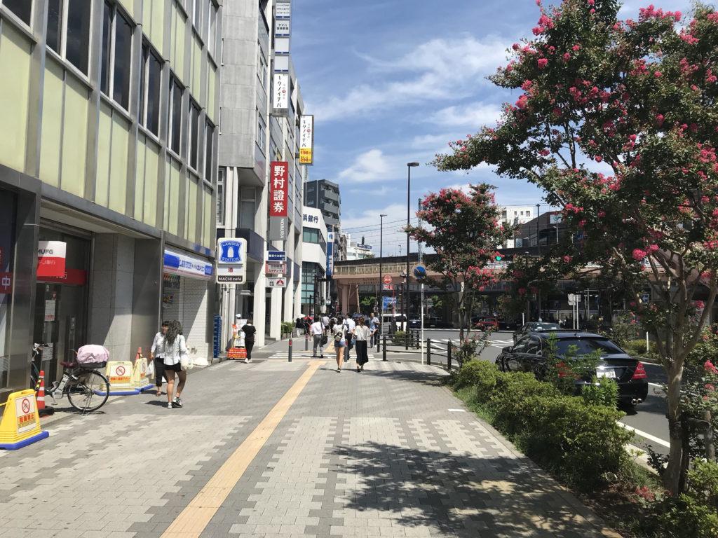 JR鶴見駅東口 ローソン前