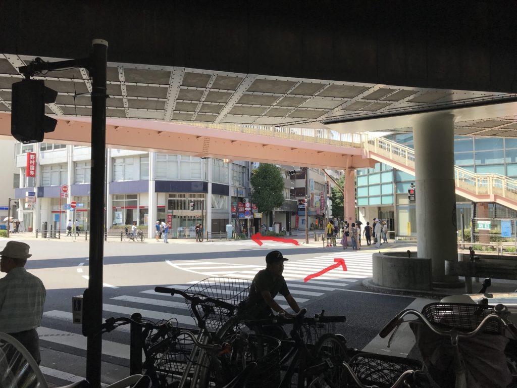 京浜急行線京急鶴見駅 横断歩道